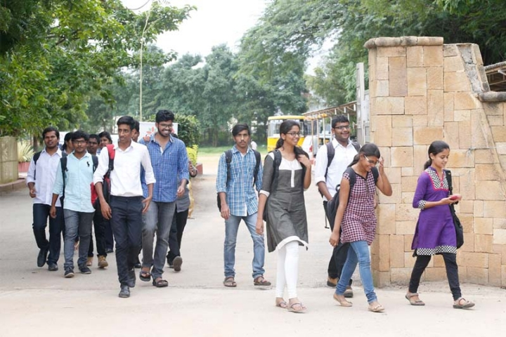 https://cache.careers360.mobi/media/colleges/social-media/media-gallery/4671/2018/5/7/CMR-College-of-Engineering-and-Technology-Hyderabad-7.JPG