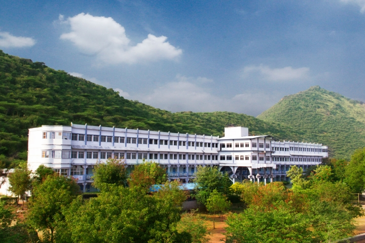 https://cache.careers360.mobi/media/colleges/social-media/media-gallery/4675/2019/2/28/Campus View of Christian College of Engineering and Technology Dindigul_Campus-View.jpg