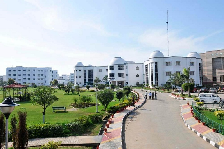 https://cache.careers360.mobi/media/colleges/social-media/media-gallery/4701/2018/12/18/Campus View full of Chandigarh Group of Colleges Mohali_Campus-View.jpg