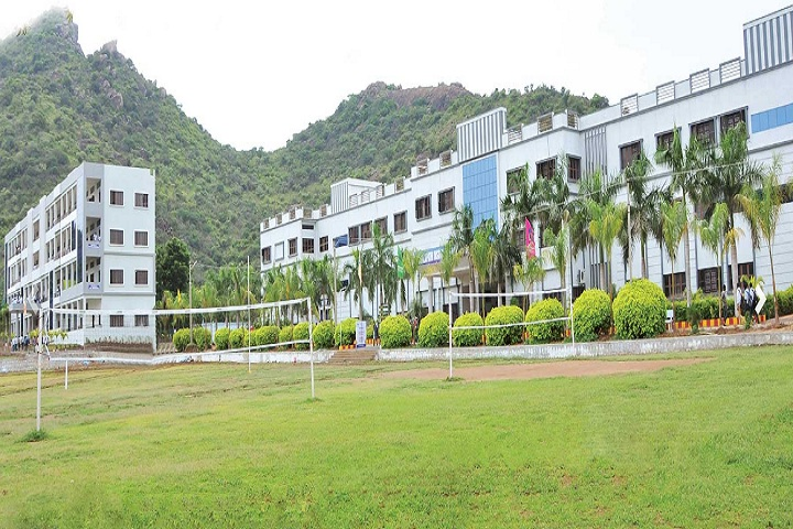 https://cache.careers360.mobi/media/colleges/social-media/media-gallery/4705/2020/8/13/Campus view of Chalapathi Institute of Technology Guntur_Campus-View.jpg