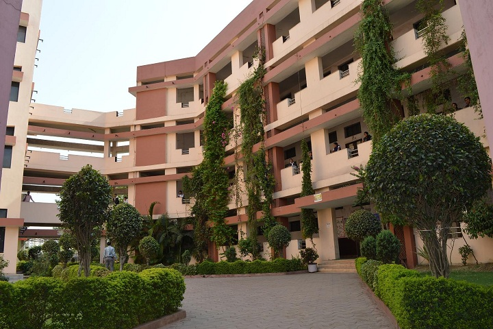 https://cache.careers360.mobi/media/colleges/social-media/media-gallery/4723/2018/10/30/Campus View of Central College of Engineering and Management Raipur_Campus-View.png