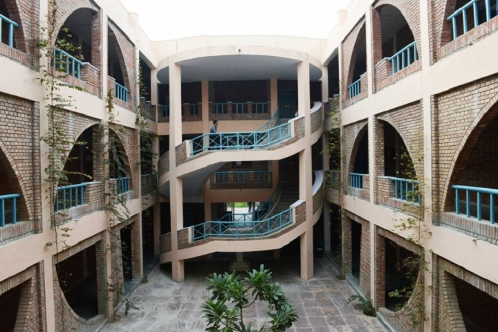 https://cache.careers360.mobi/media/colleges/social-media/media-gallery/4757/2020/8/28/Building View of BRCM College of Engineering and Technology_Campus-View.jpg