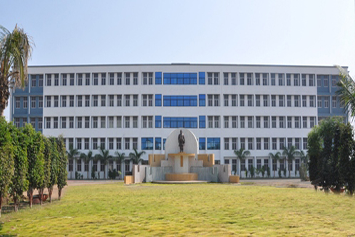 https://cache.careers360.mobi/media/colleges/social-media/media-gallery/4758/2018/10/17/Campus view of Brahmdevdada Mane Institute of Technology Solapur_Campus-View.jpg