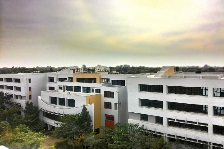 https://cache.careers360.mobi/media/colleges/social-media/media-gallery/4766/2019/4/16/Campus View of BMS Institute of Technology and Management Bangalore_Campus-View.jpg