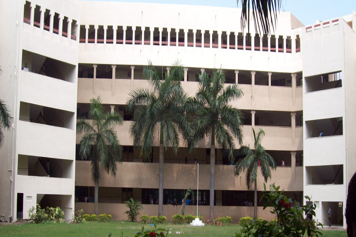 https://cache.careers360.mobi/media/colleges/social-media/media-gallery/4803/2018/11/3/Campus View of Bharati Vidyapeeth College of Engineering Navi Mumbai_Campus-View.png