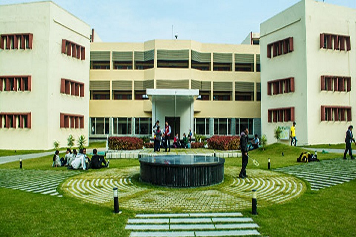 https://cache.careers360.mobi/media/colleges/social-media/media-gallery/4870/2018/11/1/Campus View of KDK College of Engineering Umrer_Campus-View.jpg