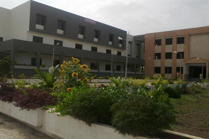 https://cache.careers360.mobi/media/colleges/social-media/media-gallery/4948/2019/1/12/Campus View of Arun Muchhala Engineering College Amreli_Campus-View.jpg