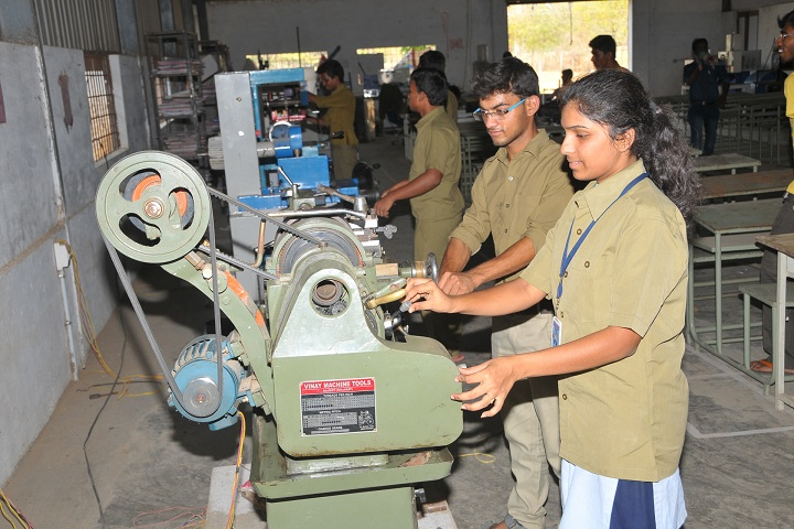 https://cache.careers360.mobi/media/colleges/social-media/media-gallery/5110/2018/10/17/Mechanical Lab A1 Global Institute of Engineering and Technology Prakasam_Laboratory.jpg