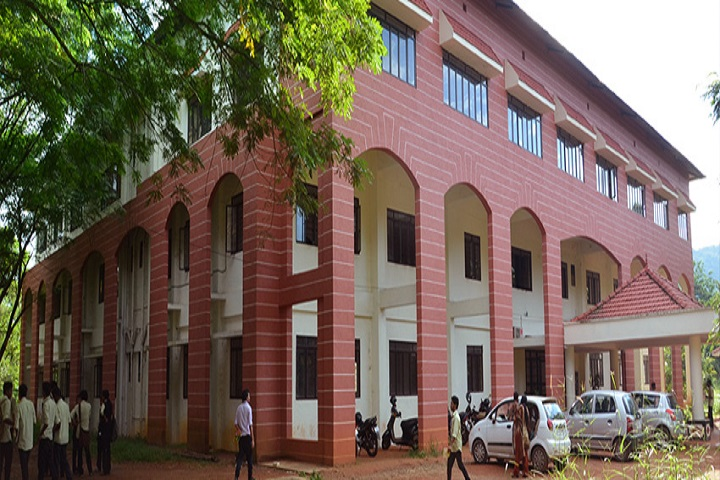 https://cache.careers360.mobi/media/colleges/social-media/media-gallery/5133/2019/5/31/Campus-View of University College of Engineering Thodupuzha_Campus-View.jpg