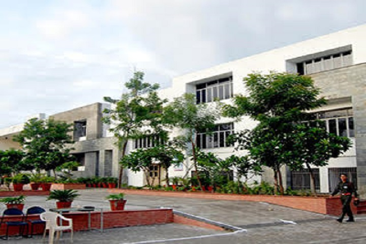 https://cache.careers360.mobi/media/colleges/social-media/media-gallery/5180/2020/9/10/Campus View of Poornima Group of Institutions Jaipur_Campus-View.jpg