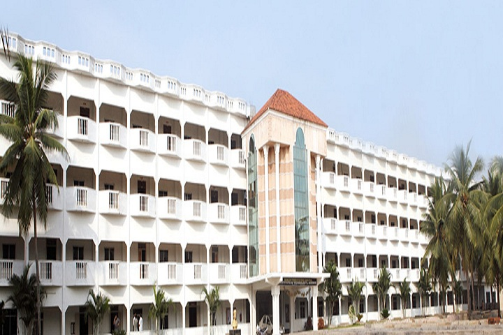 https://cache.careers360.mobi/media/colleges/social-media/media-gallery/5220/2020/10/29/Campus view of BVC College of Engineering Rajahmundry_Campus-View.jpg