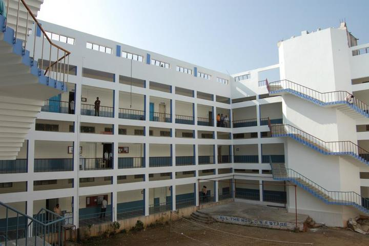 https://cache.careers360.mobi/media/colleges/social-media/media-gallery/5255/2018/10/6/Campus View of College of Engineering Osmanabad_Campus View.jpg