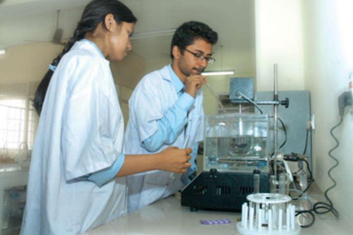 https://cache.careers360.mobi/media/colleges/social-media/media-gallery/5297/2018/9/21/Pharmetiucal Laboratory of Guru Nanak Institute of Pharmaceutical Science and Technology Kolkata_Laboratory.png