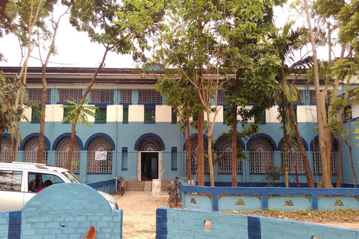 https://cache.careers360.mobi/media/colleges/social-media/media-gallery/5298/2018/9/22/Campus building of Institute of Pharmacy Jalpaiguri_Campus-View.png