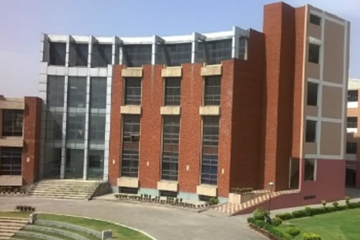 https://cache.careers360.mobi/media/colleges/social-media/media-gallery/531/2019/2/5/Campus View of Dr IT School of Business Phagwara_Campus-View.png