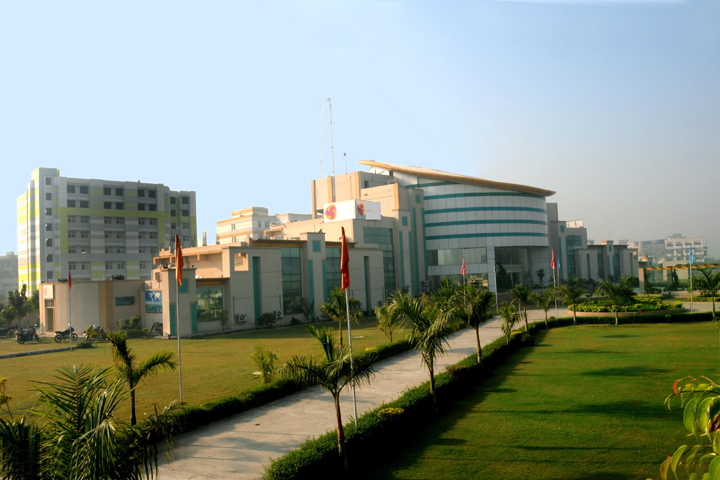 https://cache.careers360.mobi/media/colleges/social-media/media-gallery/5340/2018/9/6/Campus-view of Delhi Technical Campus GreaterNoida_Campus-view.jpg