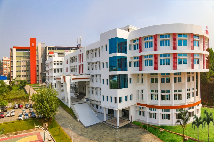 https://cache.careers360.mobi/media/colleges/social-media/media-gallery/5343/2019/6/1/Campus-View of Muthoot Institute of Technology and Science Ernakulam_Campus-View.jpg