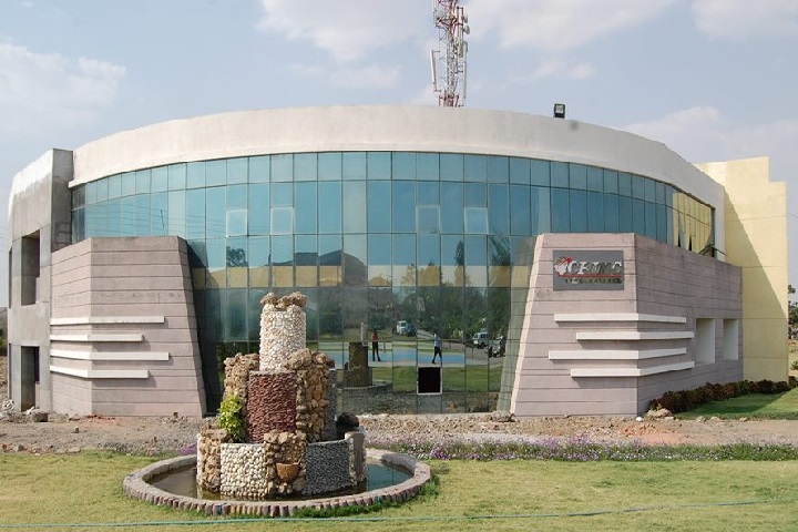 https://cache.careers360.mobi/media/colleges/social-media/media-gallery/5389/2018/10/5/College Building View of CH Institute of Management and Commerce Indore_Campus-View.jpg