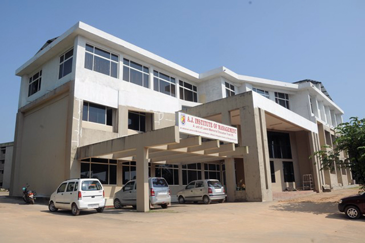 https://cache.careers360.mobi/media/colleges/social-media/media-gallery/5447/2019/5/31/Campus View of AJ Institute of Management Mangalore_Campus-View.jpg