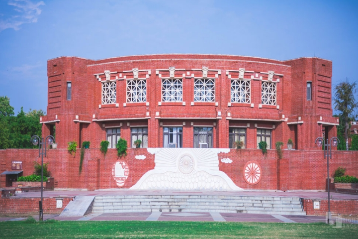 https://cache.careers360.mobi/media/colleges/social-media/media-gallery/548/2018/9/20/Front Gate of IIM Lucknow_Campus-View.jpg