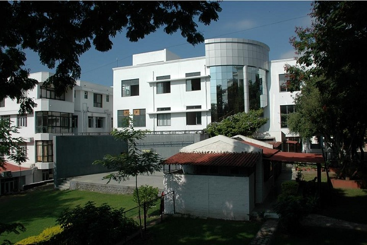 https://cache.careers360.mobi/media/colleges/social-media/media-gallery/5528/2019/6/6/College Building View of Mahatma Gandhi Mission Institute of Management Aurangabad_Campus-View.jpg