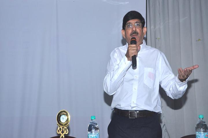 https://cache.careers360.mobi/media/colleges/social-media/media-gallery/5560/2018/3/15/7134-YMT-College-of-Management-Mumbai-(16).jpg