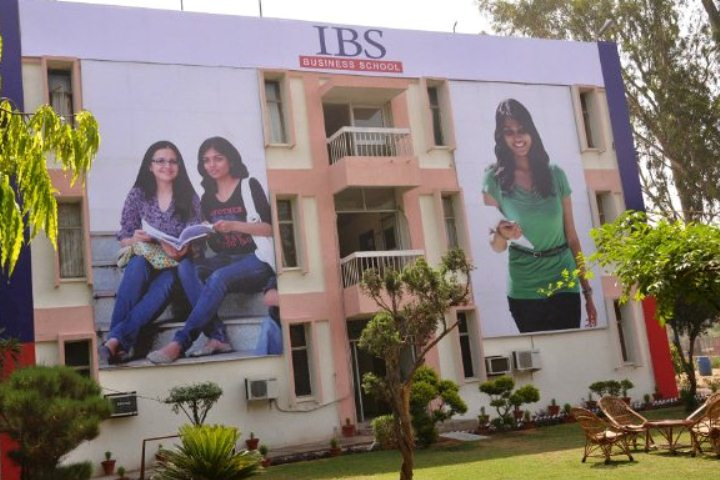https://cache.careers360.mobi/media/colleges/social-media/media-gallery/5595/2019/6/3/College View of IBS Business School Gurgaon_Campus-View.jpg