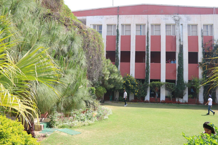 https://cache.careers360.mobi/media/colleges/social-media/media-gallery/5623/2018/11/15/College Building View of Punjab College of Technical Education Ludhiana_Campus-View.png