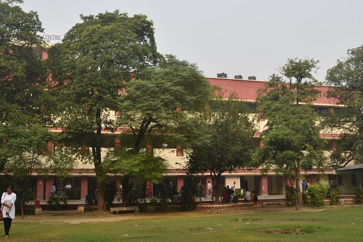 https://cache.careers360.mobi/media/colleges/social-media/media-gallery/5721/2019/6/14/Campus View of Campus Law Centre University of Delhi Delhi_Campus-View.jpg