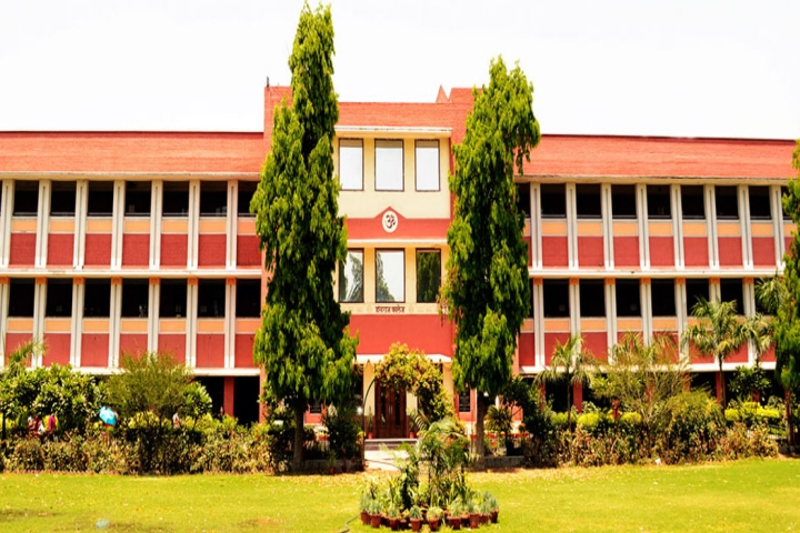https://cache.careers360.mobi/media/colleges/social-media/media-gallery/5766/2018/9/17/Campus View of Hansraj College Delhi_Campus-View.jpg