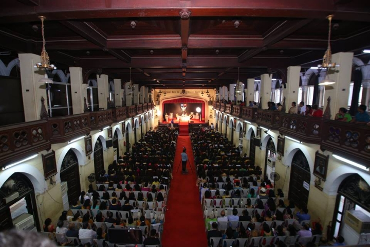 https://cache.careers360.mobi/media/colleges/social-media/media-gallery/5814/2018/10/5/Auditiorium View of St Xaviers College Mumbai_Auditorium.jpg