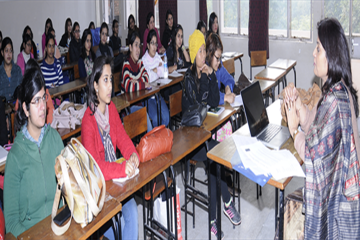 https://cache.careers360.mobi/media/colleges/social-media/media-gallery/5823/2018/9/27/Classroom of Jesus and Mary College Delhi_Classroom.png