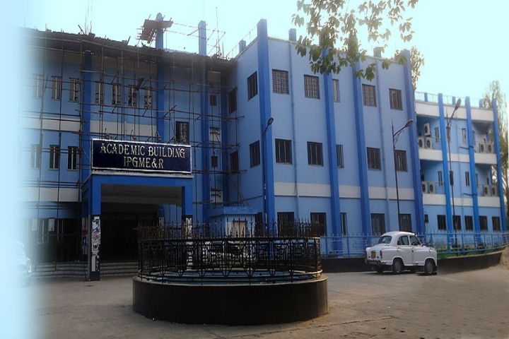 https://cache.careers360.mobi/media/colleges/social-media/media-gallery/5870/2018/10/9/Campus View of Institute of Post Graduate Medical Education and Research Kolkata_Campus-View.jpg