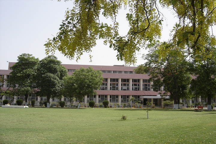https://cache.careers360.mobi/media/colleges/social-media/media-gallery/5930/2020/12/11/Campus of Government Dental College Pt Bhagwat Dayal Sharma Post Graduate Institute of Medical Sciences Rohtak_Campus-View.jpg