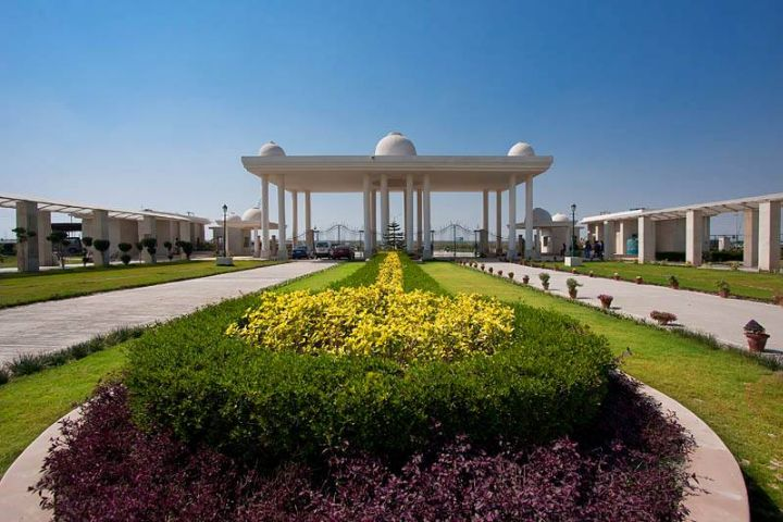 https://cache.careers360.mobi/media/colleges/social-media/media-gallery/6/2019/1/6/Front View of Noida International University Greater Noida_Campus-View.jpg