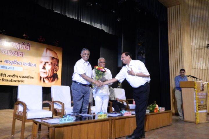 https://cache.careers360.mobi/media/colleges/social-media/media-gallery/600/2017/10/6/Makhanlal-Chaturvedi-Rashtriya-Patrakarita-Vishwavidyalaya-Bhopal-1.jpg
