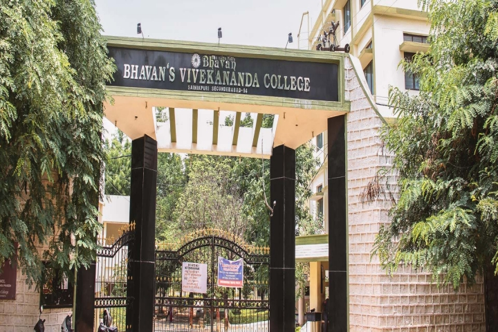 https://cache.careers360.mobi/media/colleges/social-media/media-gallery/6045/2018/10/6/Campus View of Bhavans Vivekananda College of Science Humanities and Commerce Secunderabad_Campus-View.jpg