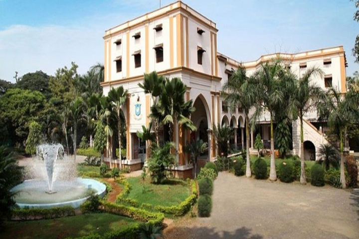 https://cache.careers360.mobi/media/colleges/social-media/media-gallery/6080/2018/10/6/Campus View of Nizam College Hyderabad_Campus-View.jpg