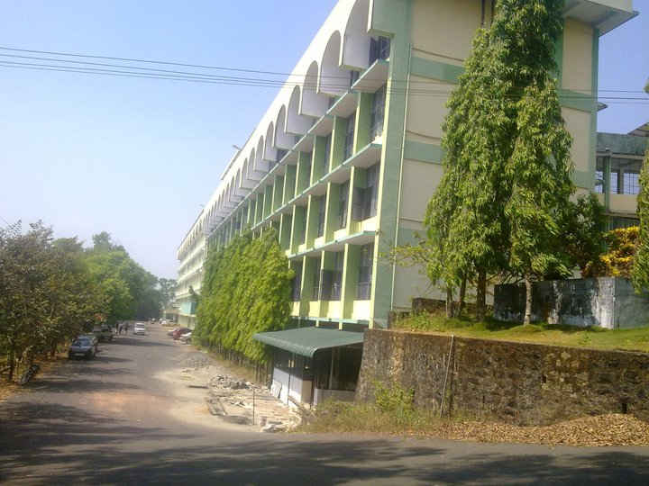 https://cache.careers360.mobi/media/colleges/social-media/media-gallery/6137/2018/10/17/Campus View of Government Medical College Kottayam_Campus-View.jpg