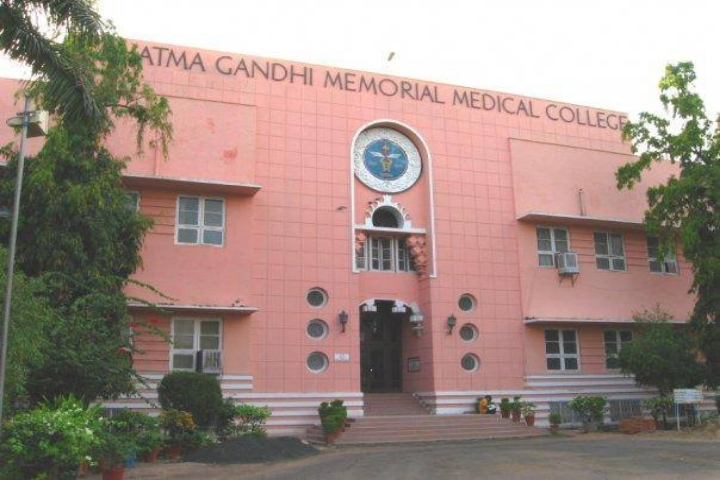 https://cache.careers360.mobi/media/colleges/social-media/media-gallery/6182/2018/10/12/Campus View of Mahatma Gandhi Memorial Medical College Indore_Campus-View.jpg