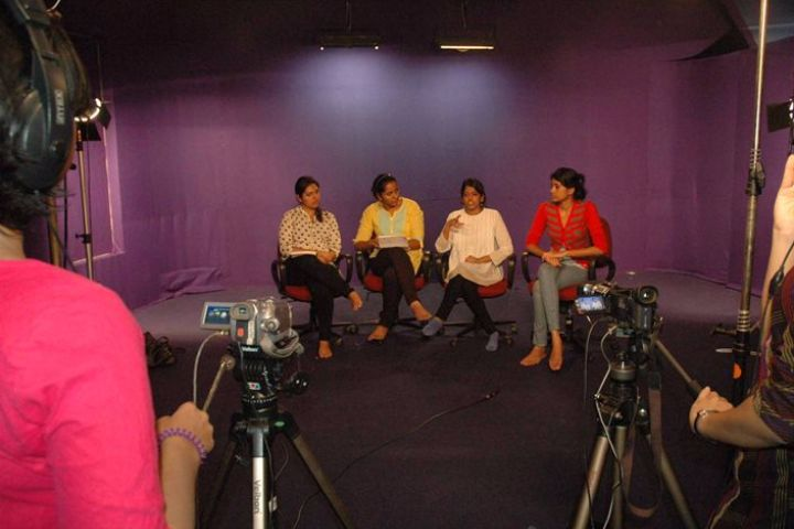 https://cache.careers360.mobi/media/colleges/social-media/media-gallery/620/2018/12/22/Video Studio of Indian Institute of Journalism and New Media Bangalore_Others.JPG