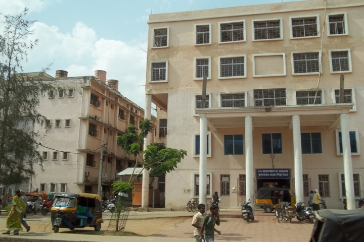 https://cache.careers360.mobi/media/colleges/social-media/media-gallery/6208/2018/10/15/College View of SCB Medical College Cuttack_Campus-View.jpg