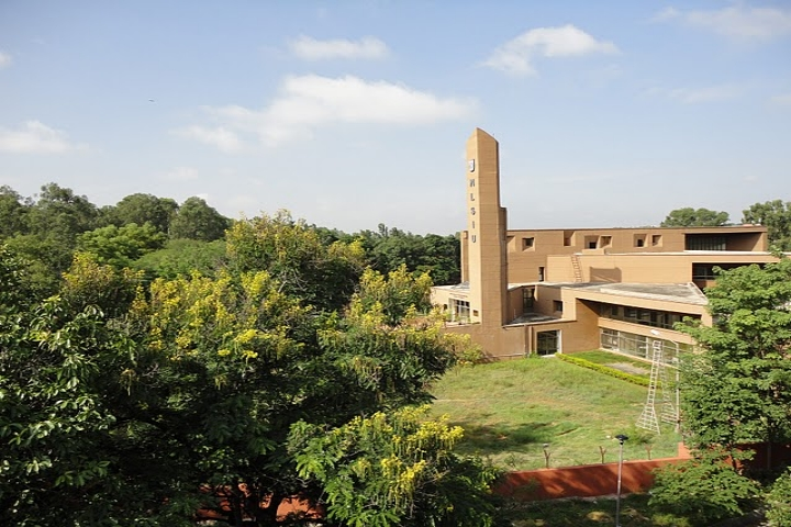 https://cache.careers360.mobi/media/colleges/social-media/media-gallery/622/2018/9/13/Campus View of National Law School of India University Bangalore_Campus-View_1.JPG