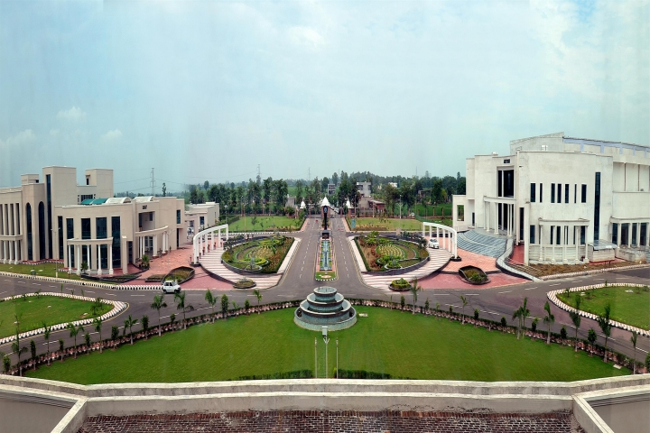https://cache.careers360.mobi/media/colleges/social-media/media-gallery/626/2018/9/14/Campus view of Rajiv Gandhi National University of Law Patiala_Campus-View.jpg