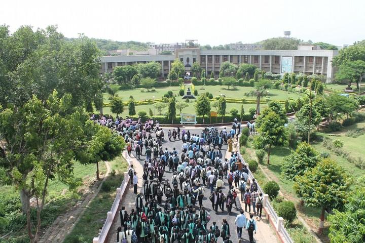 https://cache.careers360.mobi/media/colleges/social-media/media-gallery/633/2017/10/6/Mahatma-Gandhi-Chitrakoot-Gramodaya-Vishwavidyalaya-Chitrakoot.jpg