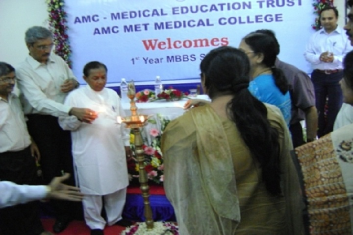 https://cache.careers360.mobi/media/colleges/social-media/media-gallery/6338/2017/11/1/AMC-MET-Medical-College-Ahmedabad-(11).jpg