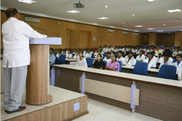 https://cache.careers360.mobi/media/colleges/social-media/media-gallery/6438/2017/10/26/Navodaya-Medical-College-Raichur12.jpg