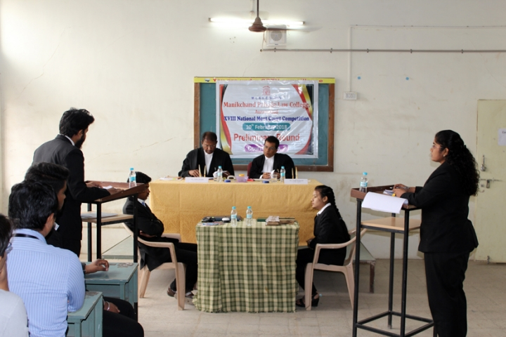 https://cache.careers360.mobi/media/colleges/social-media/media-gallery/6466/2018/8/16/Manikchand-Pahade-Law-College-Aurangabad_Moot-Court.jpg