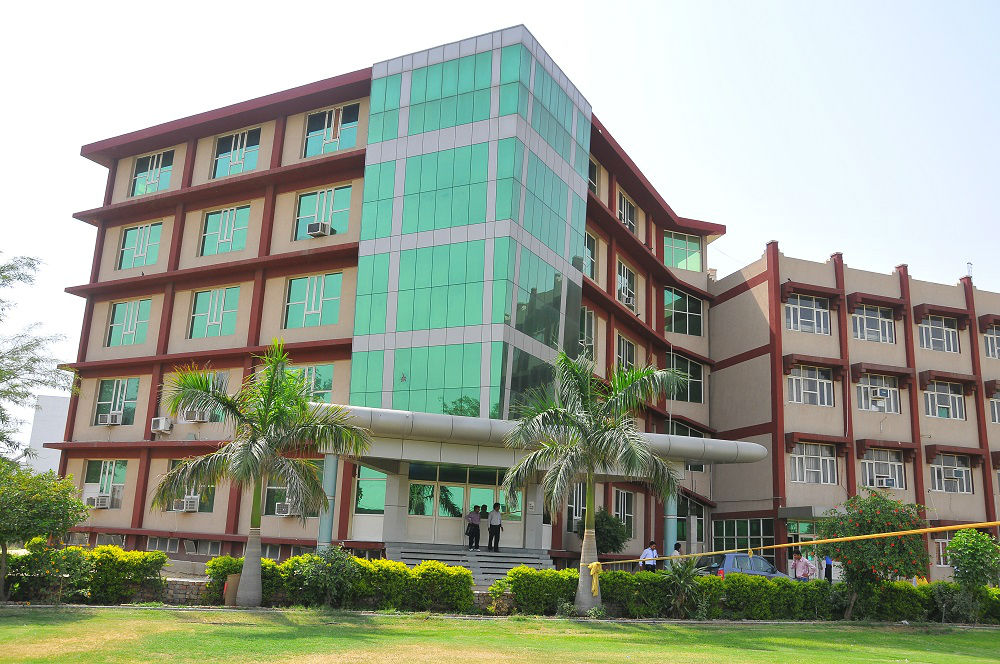 https://cache.careers360.mobi/media/colleges/social-media/media-gallery/6542/2018/9/17/Campusview of Doon Valley Institute of Computer Application Karnal_Campus-view.jpg