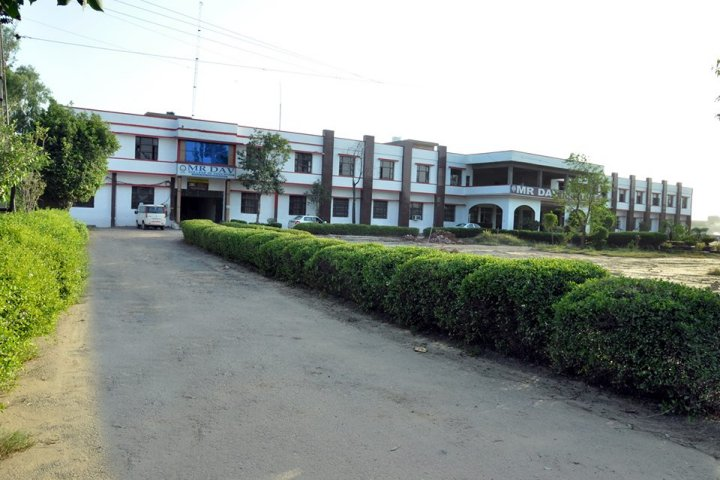 https://cache.careers360.mobi/media/colleges/social-media/media-gallery/6549/2019/5/30/College View of MR DAV Institute of Management Studies Rohtak_Campus-View.jpg
